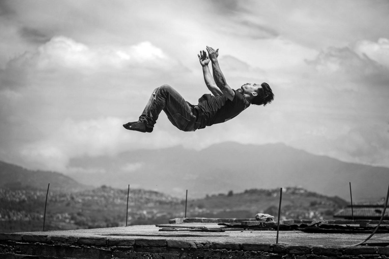 Bijay L. 27 ans, coordinateur, chorégraphe, directeur artistique et membre actif de circus Katmandou est un rescapé de la traite d'enfant des cirques indiens